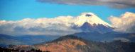 Ciudad de Quito con la montaña al fondo