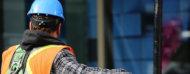 trabajador de construccion con elementos de seguridad
