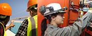 trabajadores con equipos de seguridad