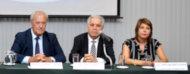 Estrado con el Presidente y Director de UNIT y la Gerente de Capacitación